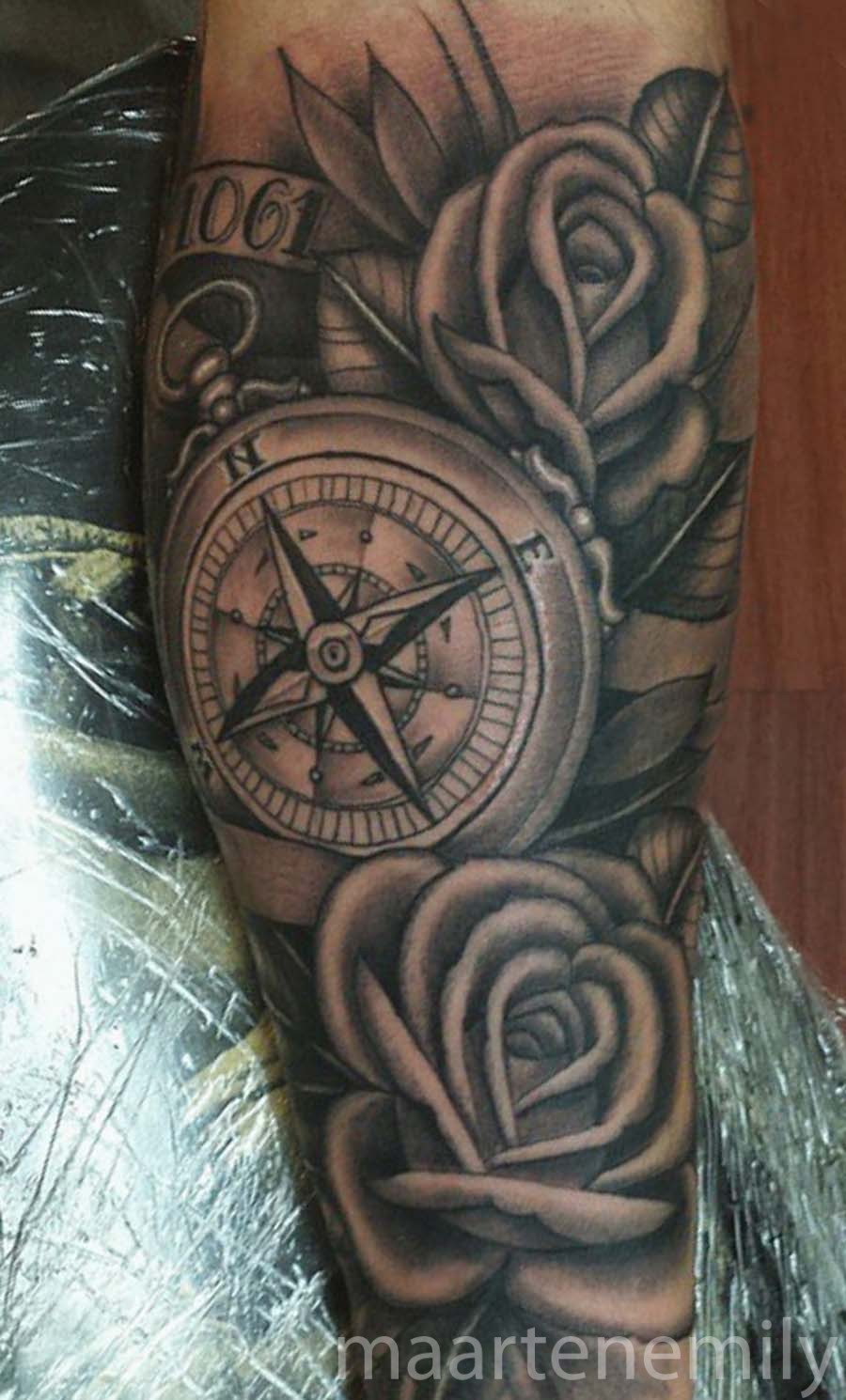 compass with roses inkredible ink tattoo. Black Bedroom Furniture Sets. Home Design Ideas